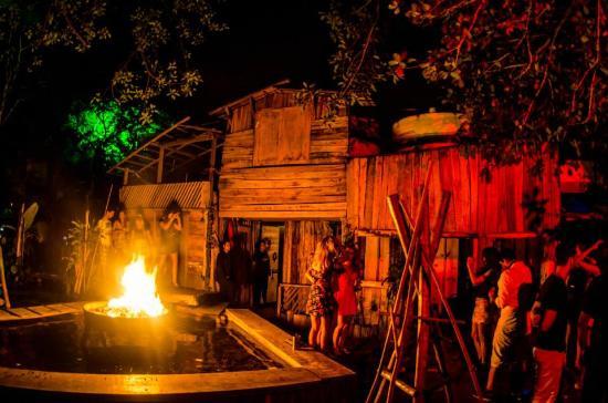 Rio de janeiro palaphita funk club party rioallaccess for Miroir club rio de janeiro